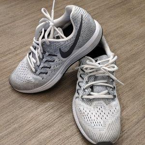 Nike Zoom Vomero 10 Running Size 9